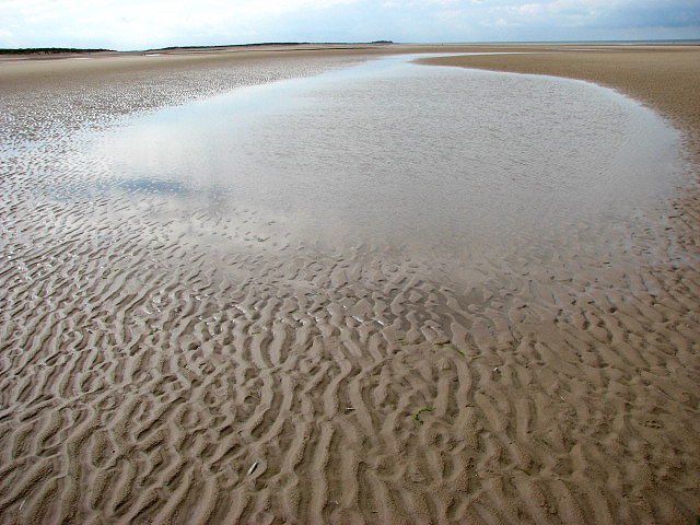 holkham beach by Evelyn Simak